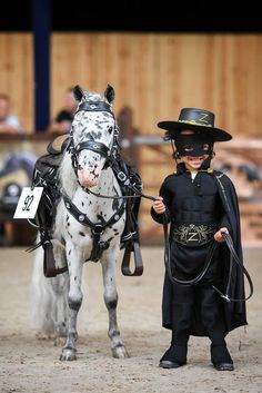 So cute it's painful! Tiny Horses, Horses And Dogs, Cute Horses, Horse Love, Beautiful Horses, Horse Fancy Dress, Horse Halloween Costumes, Miniature Ponies, Baby Animals