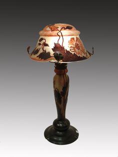 Lámpara con decoración de anémonas / Lamp with anemones decoration.  Verrerie Daum frères