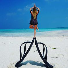 Photo poses, beach picture poses, creative beach pictures, funny be