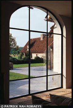 Un air de porte de grange - 40 idées de fenêtres et baies vitrées - CôtéMaison.fr