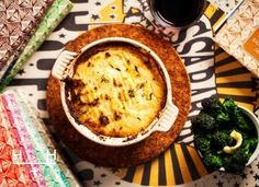Cottage Pie with cauliflower mash HEMSLEY & HEMSLEY for This is our recipe for Vogue since we started last year and it's a cottage pie with a twist - we've done a cauliflower cheese topping for a. Healthy Eating Recipes, Real Food Recipes, Cooking Recipes, Healthy Food, Healthy Meals, Diabetic Recipes, Pork Recipes, Hemsley And Hemsley, Cottage Pie