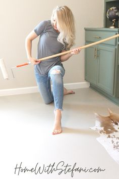 Tear out your ugly carpeting and paint your concrete floors with this easy DIY tutorial!! #PaintConcrete #PaintConcreteFloors #concretefloors #Paintedconcrete #DIYConcretefloors #DIYFloors #DIYConcrete