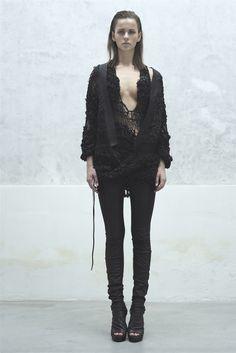 Ilaria Nistri Milano - Spring Summer 2013 Ready-To-Wear - Shows - Vogue. Grunge Goth, Dark Fashion, Minimal Fashion, Fashion Goth, Cyberpunk, Post Apocalyptic Fashion, All Black Looks, Future Fashion, Mode Style
