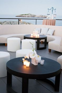 This crisp and open lounge is fabulous for a lounge by the sea. Top with nautical pillows for a beachy feel.