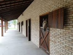 Resultado de imagem para frente de baias para cavalos