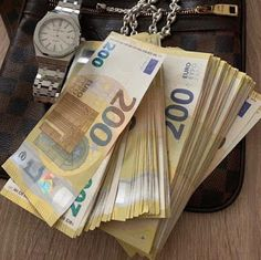 Everyone is making large profit weekly from binary options trading so this is the right time to invest and start making lot of profit weekly from trading with me DM me now for more info👉💵💵💵💵💵💵💵💵💵💵💯 . Tag Heuer, Mercedes Amg, Bugatti, Euro, Make Money Online, How To Make Money, Rolex, Porsche, Money Pictures