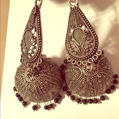 Antique Indian earrings Silver Jewelry Earrings Black Gold Jewelry, Silver Jewellery, Antique Jewelry, Jewelery, Vintage Jewelry, Indian Accessories, Silver Accessories, Indian Earrings, Indian Jewelry