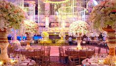 Оформление свадебного банкета живыми цветами и световыми эффектами от гуру свадебного декора, Престона Бейли