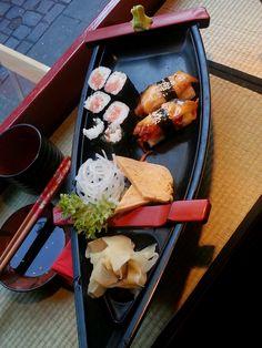 Oishi! Kleines Sushi Schiff in der Kampai Sushi Bar Hamburg