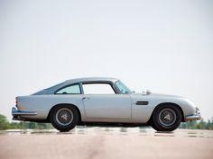 1971 Aston Martin DB6 Mark 2 wallpaper