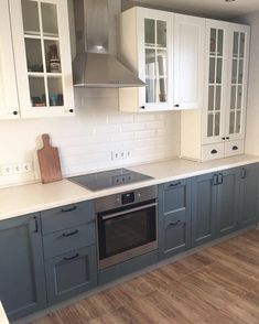 Love the seamless countertop Interior Design Layout, Small Space Interior Design, Interior Design Living Room, Kitchen Cabinets Decor, Kitchen Dining, Custom Kitchens, Home Kitchens, Kitchen On A Budget, Kitchen Remodel