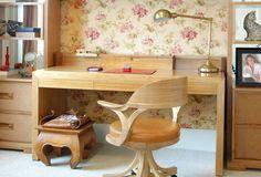 Escrivaninha de madeira charmosa