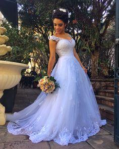 Vestido de noiva Magnólia 06 Wedding Dress With Veil, Gorgeous Wedding Dress, Dream Wedding Dresses, Bridal Dresses, Beautiful Dresses, Bridesmaid Dresses, African Wedding Attire, Bridal Pictures, Bride Gowns
