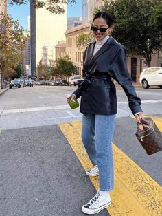 Spring Outfits To Try: Leather Blazer + Jeans Look Blazer, Blazer With Jeans, Leather Blazer, Skinny Jeans, Denim Shorts, Denim Fashion, Look Fashion, Winter Fashion, Fashion Outfits