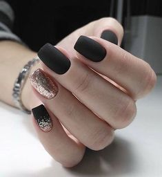 The advantage of the gel is that it allows you to enjoy your French manicure for a long time. There are four different ways to make a French manicure on gel nails. Matte Black Nails, Pink Nails, Glitter Nails, Matte Nail Polish, Sparkle Nails, Black Nails Short, Nail Black, Black Manicure, Matte Pink