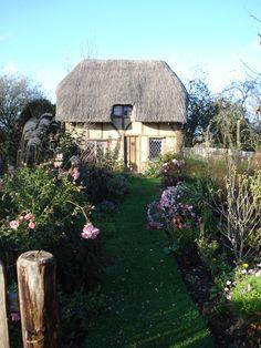 deryk's tiny timber framed cottage