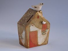 House with Birds bank by margaretwozniak on Etsy Clay Houses, Putz Houses, Miniature Houses, Paper Clay, Clay Art, Ceramic Pottery, Ceramic Art, Ceramic Figures, Ceramic Design