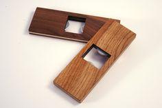 Décapsuleur en bois - aimant frigo - Dimensions : 10 x 45 x 125 mm