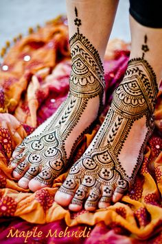 awesome layout!!  Henna bridal feet