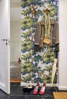 hallway with tree/foliage wallpaper at Alvhem Makleri & Interior