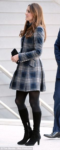 Kate Middleton: Duchess of Cambridge wears very short tartan coat as she joins William in Scotland Estilo Kate Middleton, Kate Middleton Style, Diana, William Y Kate, Prince William, Princesse Kate Middleton, Princesa Kate, Royal Fashion, Duke And Duchess