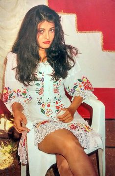 Rare and unseen pic of Aishwarya Rai Aishwarya Rai Young, Actress Aishwarya Rai, Aishwarya Rai Photo, Indian Bollywood Actress, Aishwarya Rai Bachchan, Beautiful Bollywood Actress, Most Beautiful Indian Actress, Most Beautiful Women, Indian Actresses