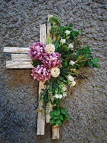 Arrangements Funéraires, Funeral Flower Arrangements, Funeral Flowers, Church Flowers, Giant Paper Flowers, Diy Flowers, Cemetary Decorations, Memorial Flowers, Cemetery Flowers