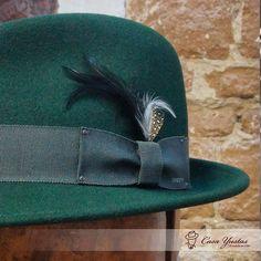 CÓMO LIMPIAR TUS SOMBREROS Y GORRAS Como cada año llega el momento de  limpiar tus sombreros antes de guardarlos para la siguiente temporada. 784409c14d4