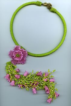 """Excellent example of fringe.  Note the use of the bigger pink bead before the """"leaf"""" end.  Also note how the """"flowers"""" are distributed. Nicely done planned randomness.  #Seed #Bead #Tutorials"""