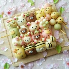 Rilakkumar, Korilakkuma & Kiiroitori pull apart bread & Django by ( Japanese Sweets, Japanese Bread, Japanese Food Art, Japanese Meals, Cute Food, Yummy Food, Beaux Desserts, Bread Art, Pan Bread
