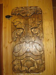 Второй из серии столиков-панно.сосна,резба по дереву.
