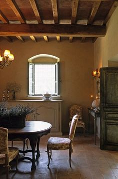 Small diining area in a farmhouse in Chianti, Tuscany, Italy | Stefano Scatà Photography ᘡղbᘠ