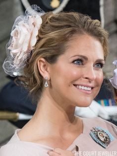 Princess Madeleine, Oscar's aunt, is also one of his godparents. She wore the diamond earrings that were originally part of Queen Josefina's Diamond Stomacher. These earrings have been worn by several family members over the years; last June, Princess Sofia wore them on her wedding day. May 2016