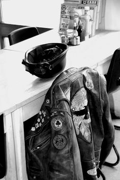 jacket, home, helmet Motorcycle Leather, Biker Leather, Biker Gear, Motorcycle Gear, Jaco, Eddie Cochran, Style Cafe Racer, Gilet Jeans, Biker Chick Outfit