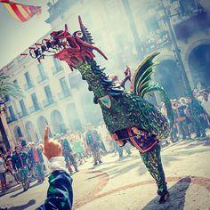 El Drac de la Geltrú, Catalunya Tradicions People Around The World, Around The Worlds, Fireworks, Barcelona, Costumes, Traditional, Ideas, Art, Countries
