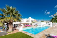 Villa La Cala Playa is a fantastic contemporary 5 bedroom property in the very popular resort of La Cala De Mijas, just a stone's throw from the long sandy beach and a short stroll from the resort centre. Here you can find an array of great restaurants to suit everyone's tastes. Back at the villa you will have high quality furnishings, a large private pool and 2 living areas - great for families and large groups.
