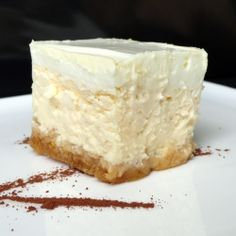 Cheese cake with sour cream - tangy, light, delicious and as low calorie as a cheese cake can be (the secret is using quark or Greek yogurt)