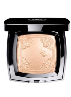 Chanel Mouche de Beaute illuminating powder . Best Highlighters - Best Face and Skin Highlighter Makeup -