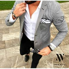 Suit inspiration for a night on the town enjoying dinner and a glass of wine. Ivy Grapes provides the best wine glasseware available. Luxury wine glassware made by Grassl Glass. Blazer Outfits Men, Casual Outfits, Smart Casual Menswear, Men Casual, Suit Fashion, Mens Fashion, Traje Casual, Dapper Suits, Indian Men Fashion