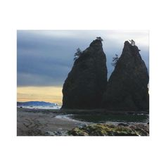 Split rock on Rialto Beach Olympic National Park Canvas Print