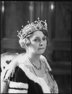 A close up of Countess Iveagh, wearing the Garrard tiara in 1937.