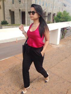 Look do dia do trabalho .... Calça preta confortável da Zara e blusa de sedinha ...