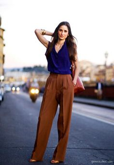 Blue top, brown wide leg pants, red bag, beige shoes / Garance Doré