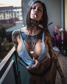 """1,399 mentions J'aime, 8 commentaires - Tattoos gram (@tattoos_gram_) sur Instagram : """"@linda_trafficantidarte Seriously a babe and awesome ink . Credit to : @tattooed_hunnies…"""""""