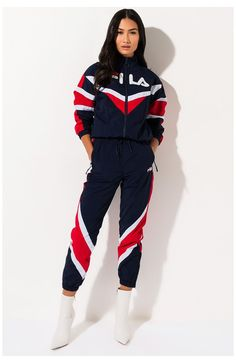 Fila Outfit, Joggers Outfit, Sporty Outfits, Cool Outfits, Girls Fashion Clothes, Fashion Outfits, Looks Hip Hop, Nike Clothes, Windbreaker