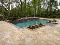 Deck & Pool example: Simple And Neat Outdoor Space Design Using Rectangular… Backyard Pool Designs, Swimming Pools Backyard, Pool Decks, Pool Landscaping, Swimming Holes, Geometric Pool, Concrete Pool, Stained Concrete, Pool Landscape Design