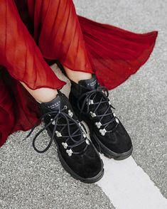 Let the weekend start 😜 #wearechanging #rock #readytorock #blackboots #eurekashoes #madeinportugal #handmadeshoes #fashionisfun #stylegoals #localhandmade #red #black