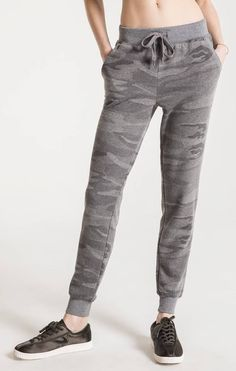 Women's knit elastic waist pants for super soft. Get effortless style in our women's camo jogger pants. Shop Z SUPPLY joggers here! New Ladies Fashion, Womens Fashion, Fashion Edgy, Camo Jogger Pants, Elastic Waist Pants, Online Clothing Boutiques, Fashion Pants, Clothes For Women, Loft