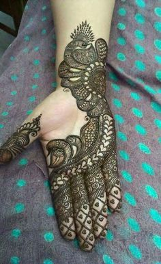 Henna hand art trend 2018
