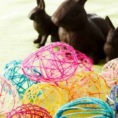 Harden wool yarn in sugar water and wrap around small balloons - easter eggs! Small Balloons, Wool Yarn, Easter Eggs, Projects To Try, Sugar, Spring, Water, Gripe Water, Sashay Yarn